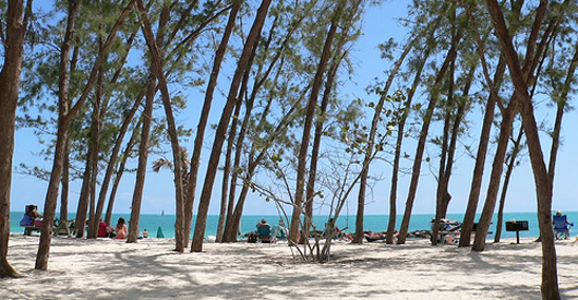 Oil spill reaches Key West beaches.