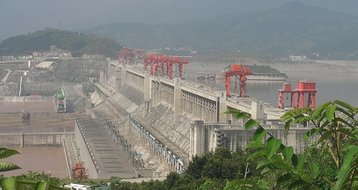 Thousands of tons of garbage are on their way toward the 3 Gorges Dam because of recent heavy rains.