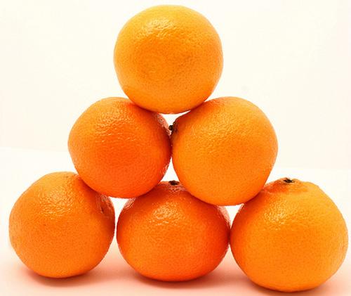 A pyramid of oranges.