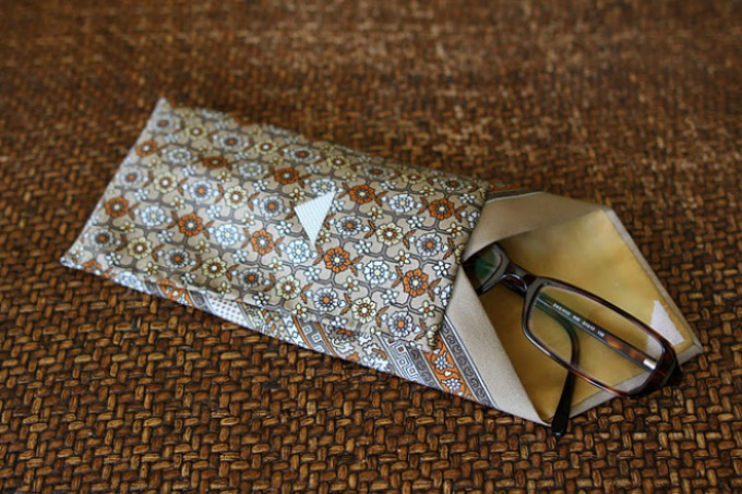 DIY necktie glasses case