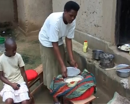 cooking with a wonderbag in rwanda