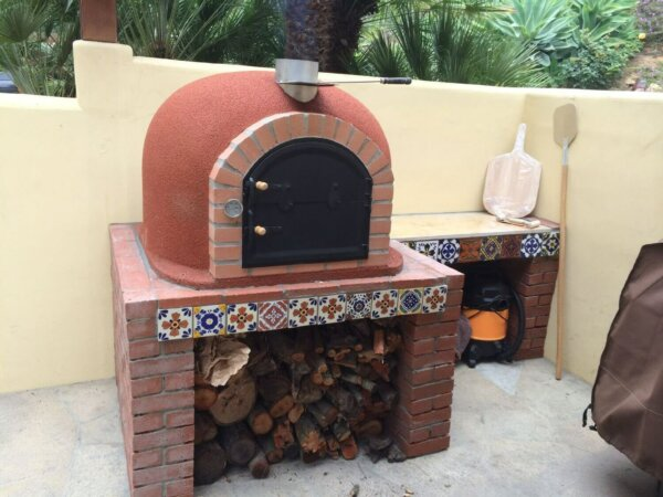 outdoor-pizza-oven-wood-fired