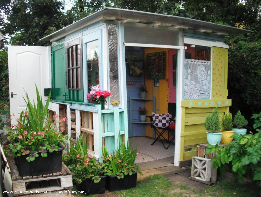 shed-of-the-year-2016-budget-beach-hut