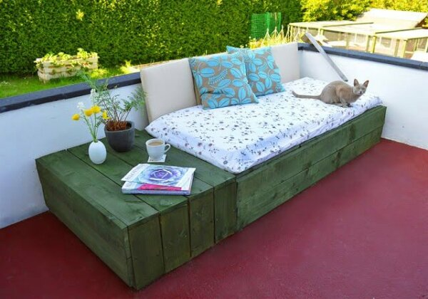 DIY Patio Daybed