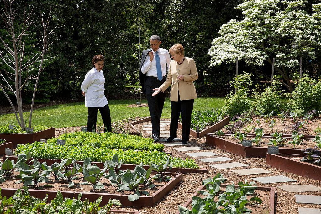 barack obama shows angela merkel the white house garden