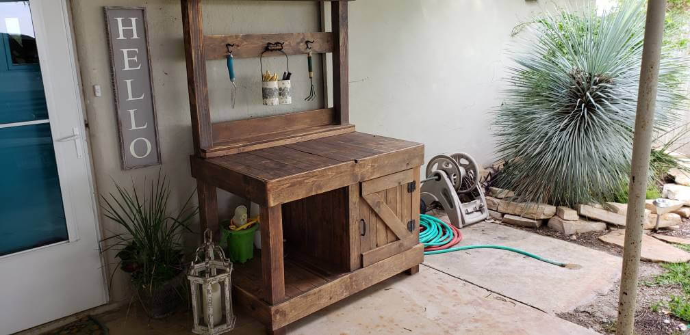 Rustic Farmhouse Style Potting Bench