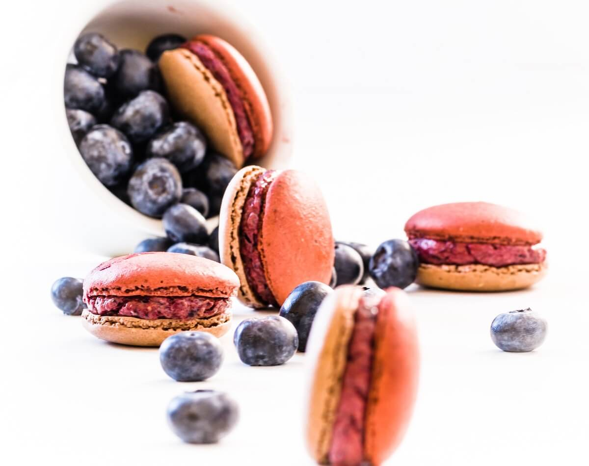 blueberry cream cheese macarons
