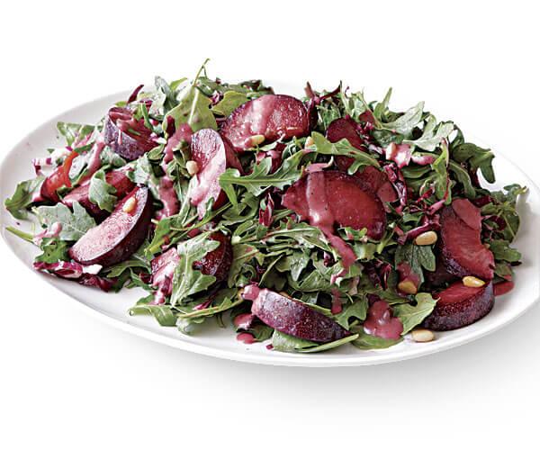 arugula salad with plums and pine sauce
