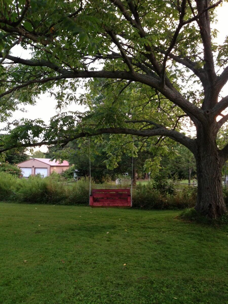 backyard-porch-swing