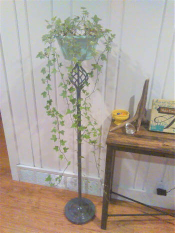 repurposed-floor-lamp-plant-stand