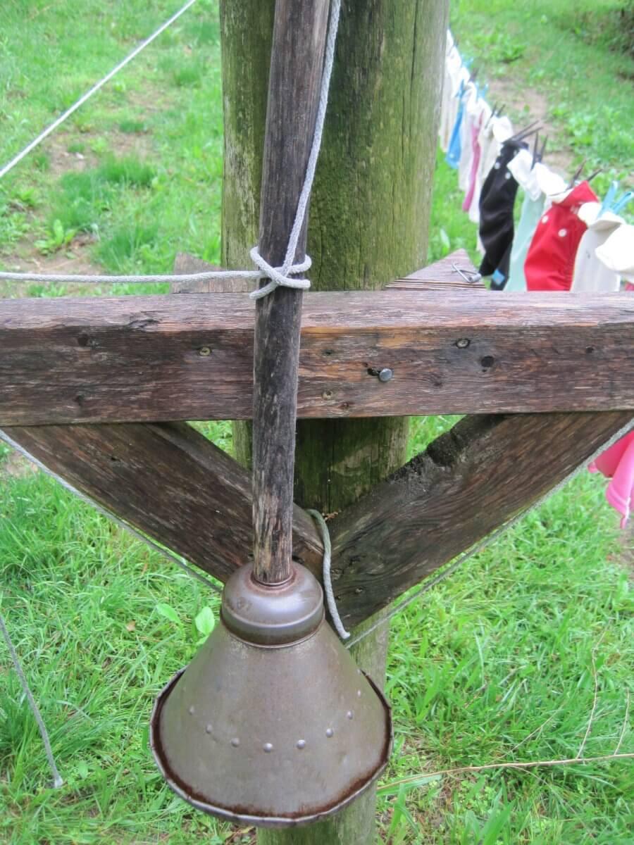 clove hitch holding a bell