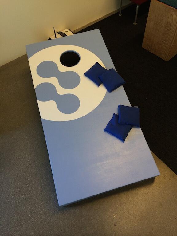blue-cornhole-board