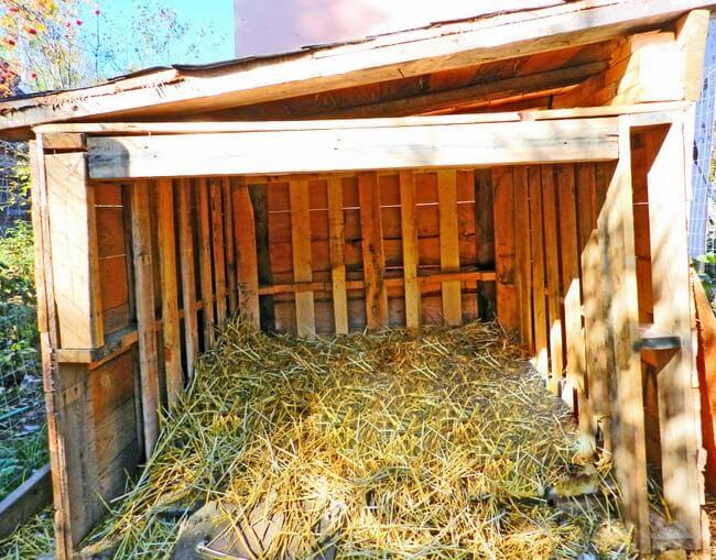 DIY Wood Pallet Duck House