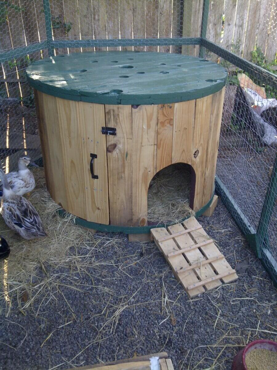 4-Foot Cable Spool Duck House