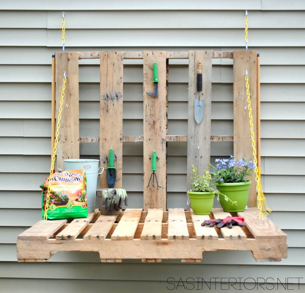 Fold-down DIY Potting Bench from Pallets