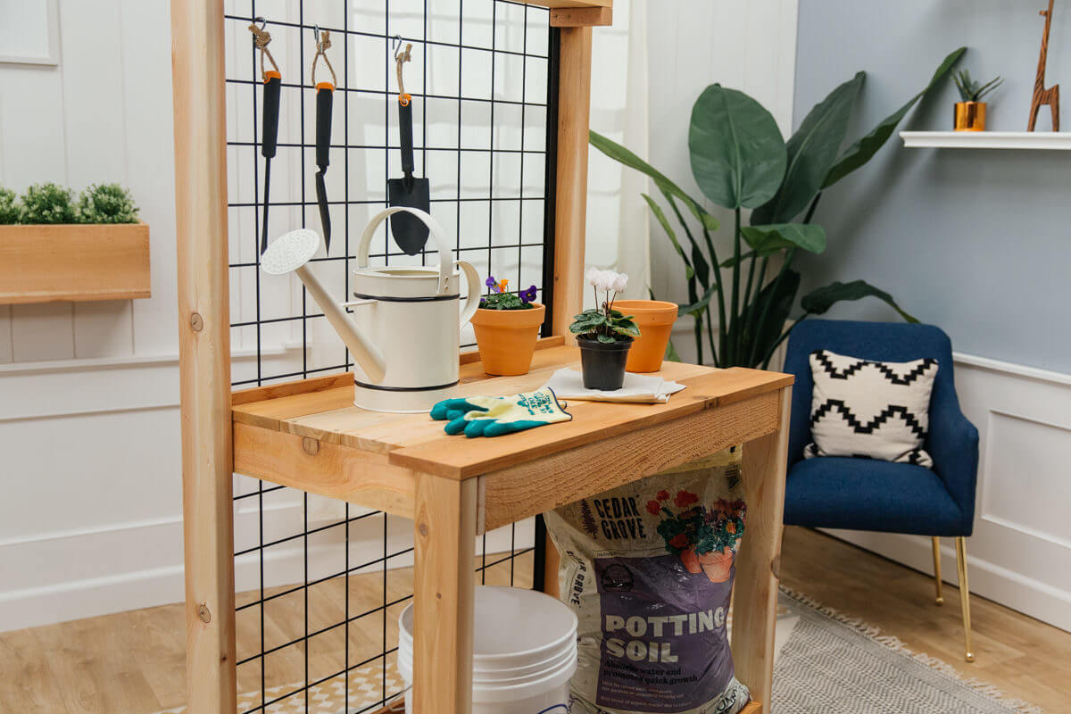 DIY Potting Bench With Wire Backing