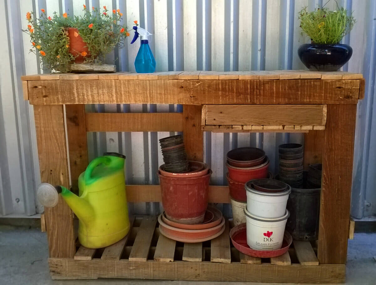 DIY Pallet Potting Bench with Small Storage Compartment