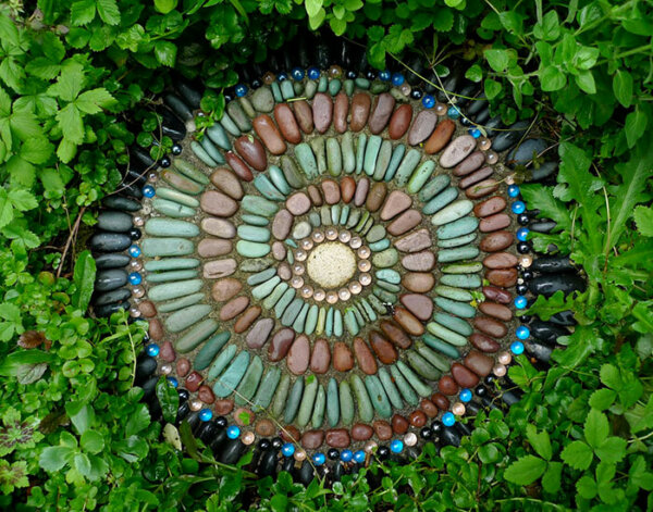 pebble-mosaic-round-step-stone-jeffrey-bale