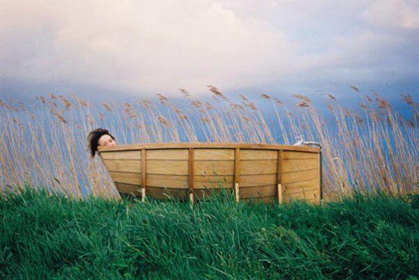 wooden bath boat shape