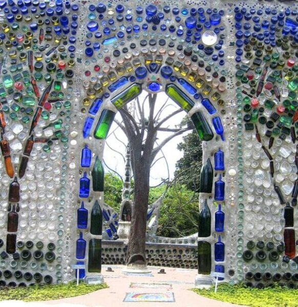 glass-bottle-walls-bottlechapel
