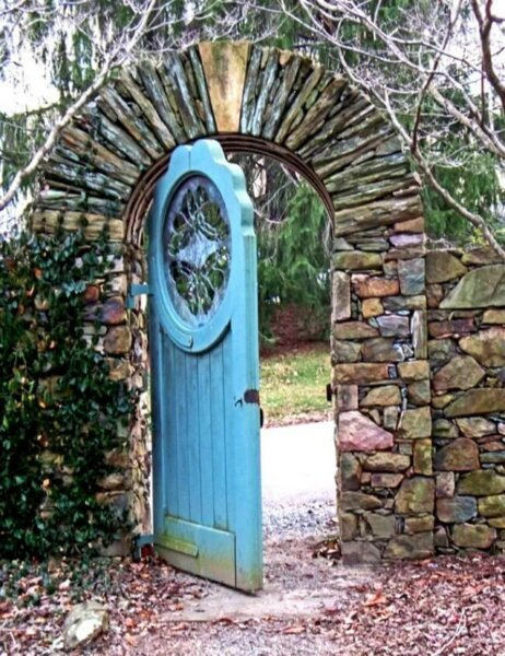 recycled-old-doors-secret-garden-door-in-virginia