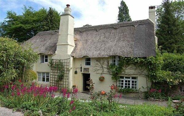 cob-cottage-devon-uk