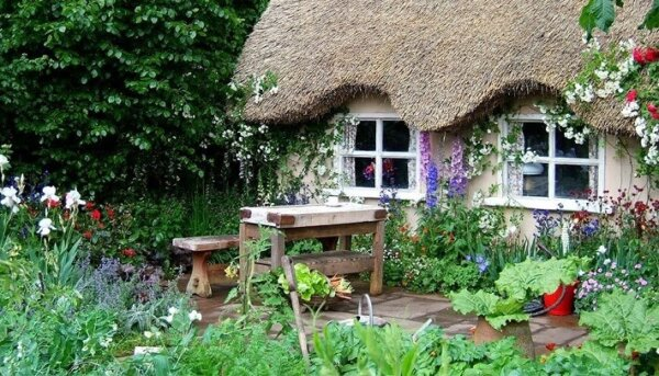 cob-cottage-garden
