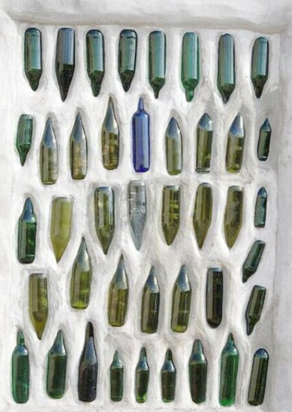 glass-bottle-wall-kawakawa-nz-public-toilet