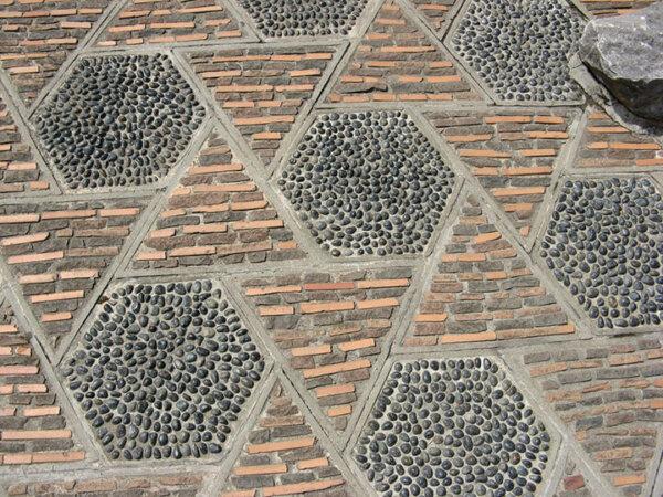 springtime-courtyard-pebble-montreal