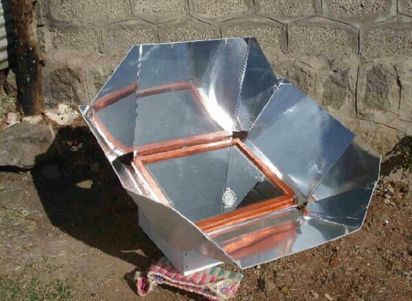 The Box Solar Cooker